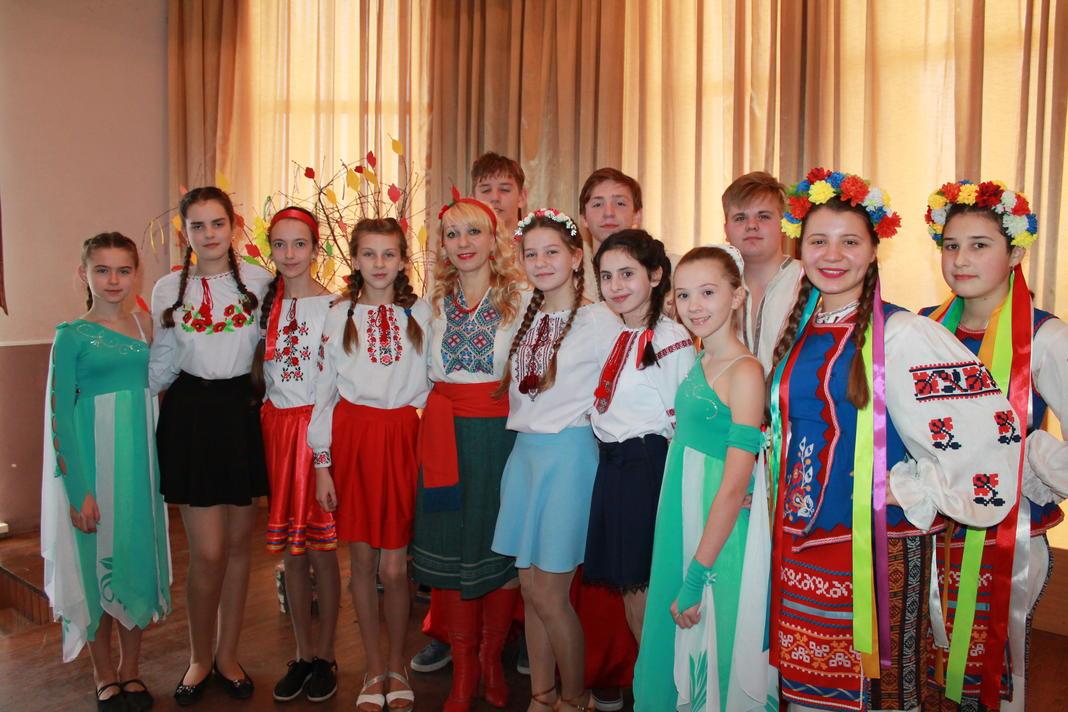 Сєдих А.М. - керівник гуртка «Народний фольклор» з вихованцями