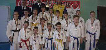 69 медалей на Відкритому Кубку з карате
