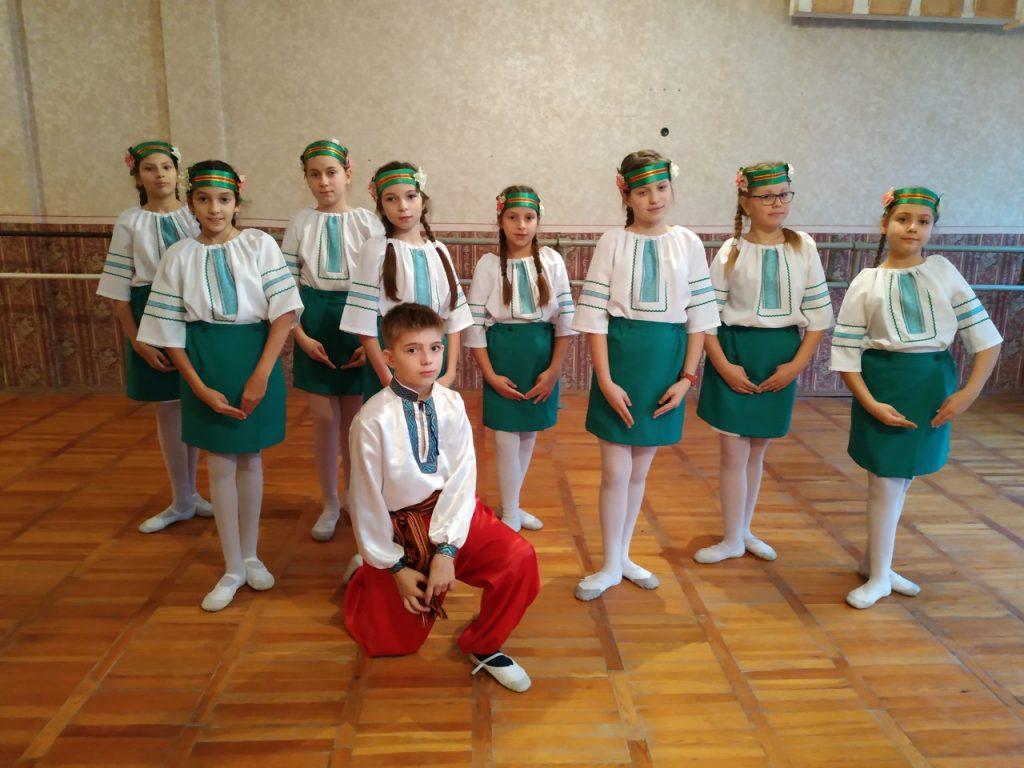 Танцювальний флешмоб «Україна назавжди!» (керівник – Таноніна М.М.)